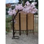 Декоративно дръвче с розови цветове