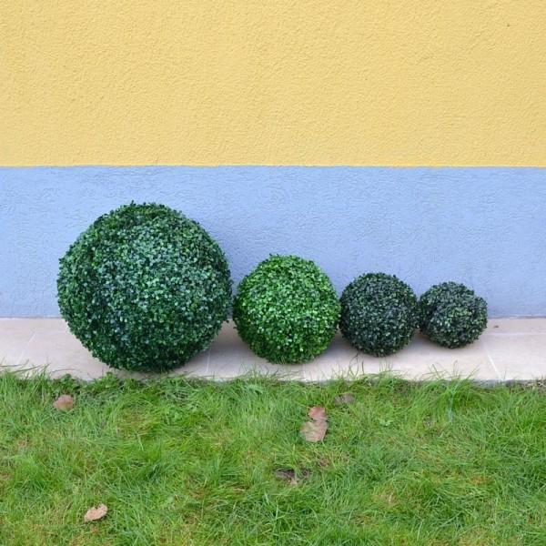 Зелени тревни топки